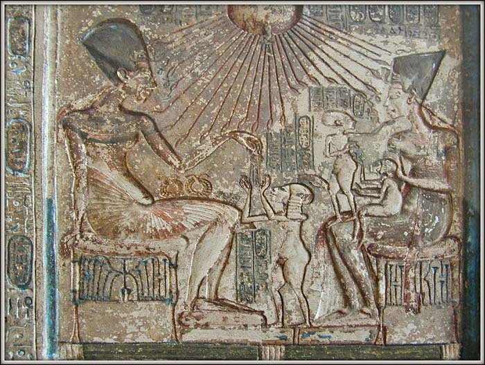 Depiction of Akhenaton and Nefertiti with their daughters